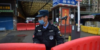 عاجل.. مدينة صينية تمنع دخول الأشخاص والسيارات إليها