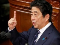 """الحزب الحاكم في اليابان  يطالب الحكومة بمراقبة الحدود لمنع انتشار """"كورونا"""""""