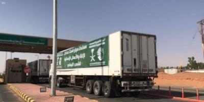 23 شاحنة إغاثة سعودية تعبر منفذ الوديعة