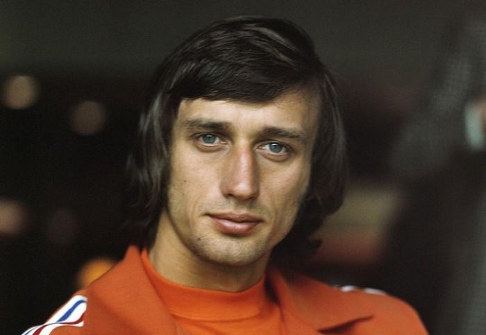 وفاة نجم كرة القدم الهولندية السابق رينسينبرينك