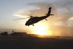 عقب الهجوم الصاروخي.. مروحيات أمريكية تهبط في بغداد