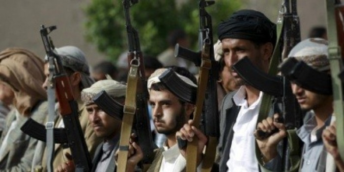 تطالبه بـ300 مليون ريال..مليشيا الحوثي تبتز أحد المراكز التجارية في إب