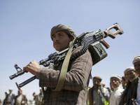وجه المليشيات الإرهابي.. مشرفو الحوثي يُجنِّدون شبابًا للبقاء في مناصبهم