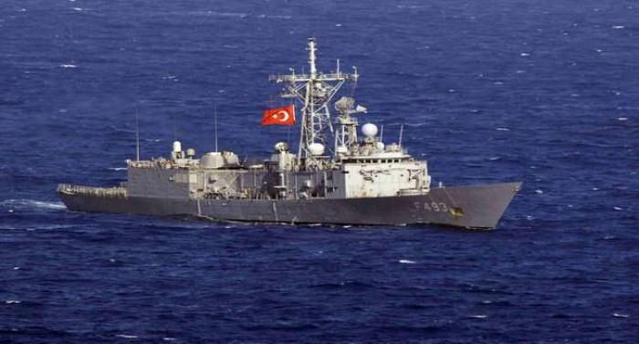 عاجل.. بارجتان تنزلان جنودًا أتراكًا في ميناء طرابلس