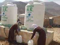 مركز الملك سلمان يدعم أهالي نهم بـ800 ألف لتر مياه