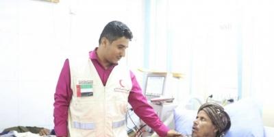 الهلال الإماراتي: 9 أطنان مساعدات لمركز غسيل الكلى بشبوة