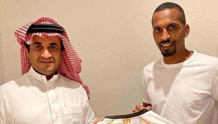 الشباب السعودي يدعم صفوفه بلاعب الهلال السابق