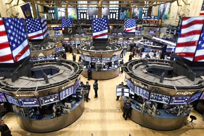 """الأسهم الأمريكية تتغلب على """"كورونا"""" وتقفز"""