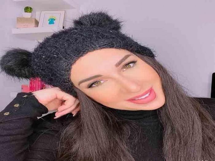 أسما شريف منير تشارك جمهورها فيديو حفل توقيع كتابها