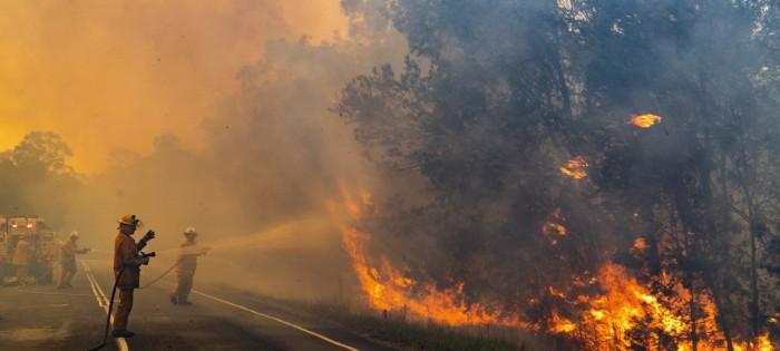 أستراليا.. الطقس يخمد حريقًا ضخمًا نشب العاصمة