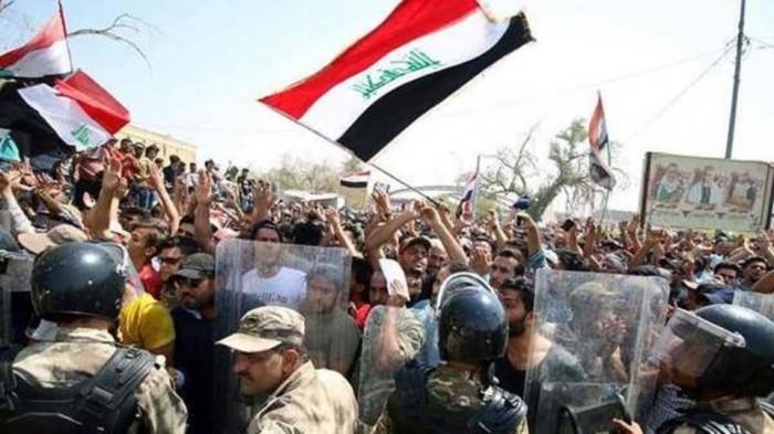 """مقتدى الصدر: """"الثورة"""" يجب أن تعود إلى انضباطها وسلميتها"""