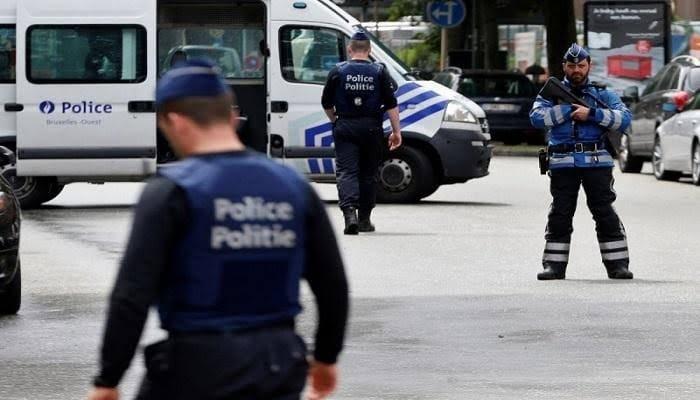 الشرطة البلجيكية تطلق النار على مسلح لطعنه شخصين