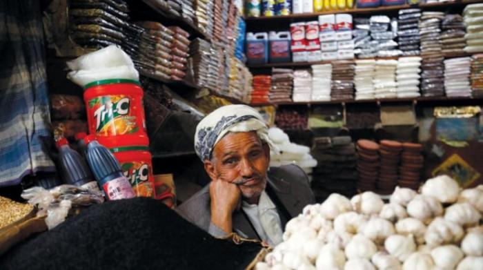 لمنع العملة الجديدة.. الشرق الأوسط: انكماش حركة التجارة في صنعاء
