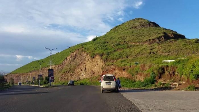 قيادات حوثية تستولي على جبل المحمول في إب