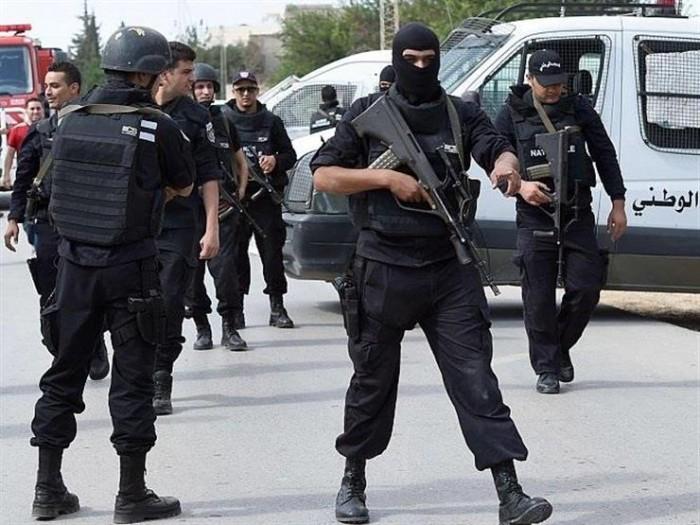 السلطات التونسية تضبط إرهابيًا محكومًا عليه بـ40 سنة سجنًا