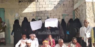 بعد احتجازه.. معلمو زنجبار يتضامنون مع رئيس نقابتهم