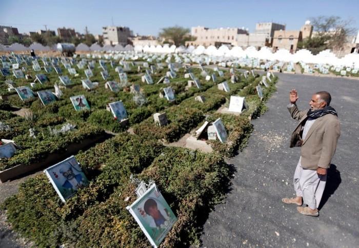 """جثث الحوثي.. """"المقابر"""" تفضح انكسار المليشيات"""