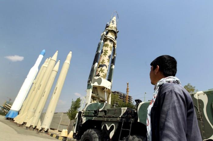 """منصات صواريخ وسط """"المساكن"""".. إرهاب حوثي فاق الحدود"""