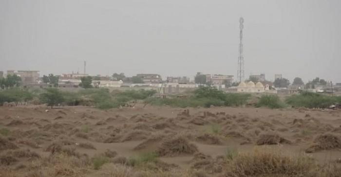 بالأسلحة الثقيلة..مليشيات الحوثي تقصف منازل المواطنين في جنوب الحديدة