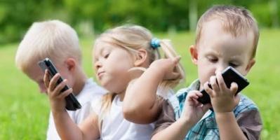 بهذه التطبيقات يمكنك مراقبة أجهزة أطفالك