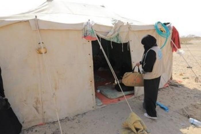 """""""الأمم المتحدة للسكان"""" يوزع مساعدات إنسانية على النساء النازحات في مأرب (صور)"""
