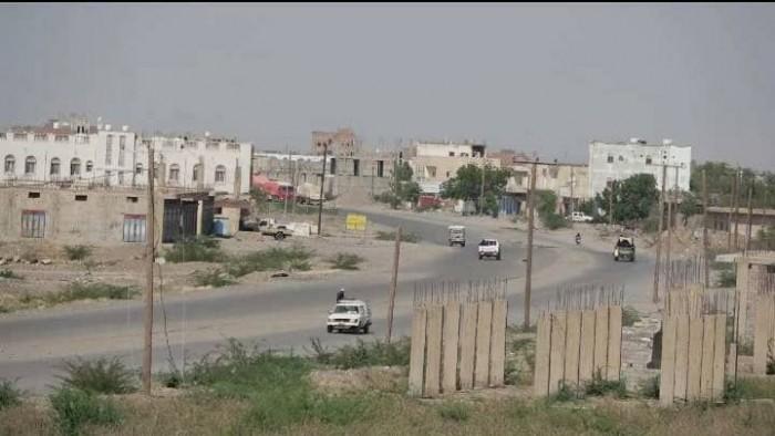 نيران الحوثي تلاحق سكان حيس