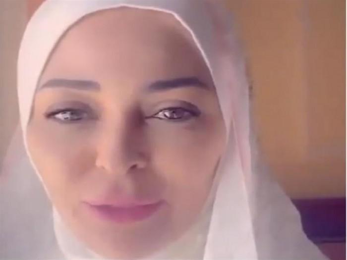 داليا البحيري تؤدي مناسك العمرة (فيديو)