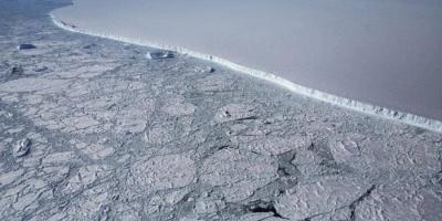 أكبر جبل جليدي يقترب من مياه المحيط