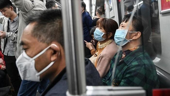 عمال الصين يتحدّون كورونا بالذهاب إلى مصانعهم