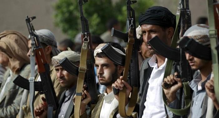 مليشيات الحوثي تستهدف معسكر لواء الأماجد بأبين