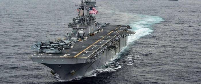 بارجة أمريكية تُبحر في خليج عدن لتأمين الملاحة البحرية