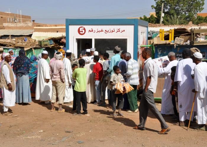 السودان يكشف عن خطة لحل أزمة الخبز
