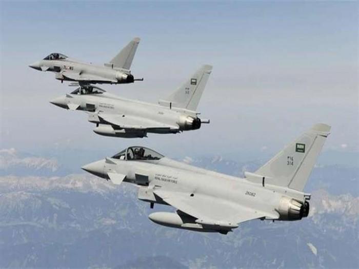 عاجل.. تحليق مكثف لطيران التحالف في صنعاء