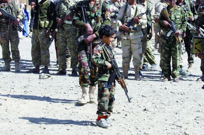 جريمة الحوثيين الأبشع.. تجنيد الأطفال في معسكرات المليشيات