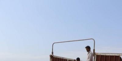 """""""الهلال الإماراتي"""" يوزع مساعدات إيوائية في الخوخة (صور)"""