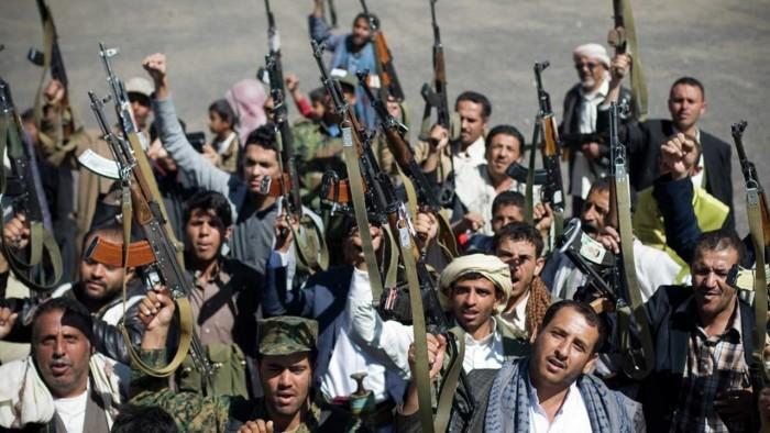 """""""الحب"""" في زمن الحوثي.. ورود وملابس حمراء تقود إلى الاعتقال"""