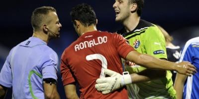 «عار» رونالدو يلاحق حكم مباراة السوبر