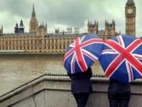 """بريطانيا: العاصفة """"دينيس"""" تتسبب في أمطار غزيرة وفيضانات"""
