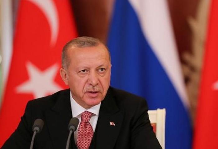 معارض تركي: حكومة حزب العدالة والتنمية بقيادة أردوغان تناقض نفسها