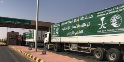 12 شاحنة إغاثة سعودية تعبر منفذ الوديعة