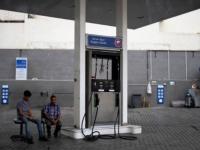 محطات الوقود اللبنانية تمهل الحكومة حتى الخميس لتعديل جدول أسعار بيع المحروقات