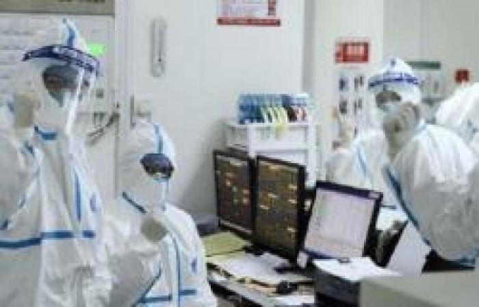 """أطباء صينيون يستخدمون """"بلازما من دماء المتعافين"""" لعلاج مصابي كورونا"""