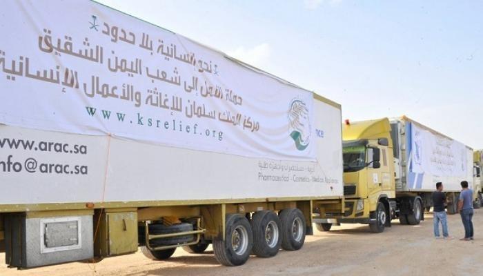 """المساعدات السعودية لليمن.. """"قوافل خير"""" تعبر منفذ الوديعة"""
