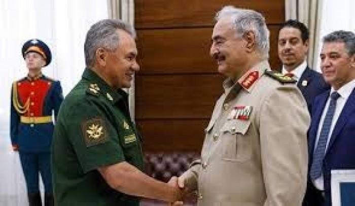 وزير الدفاع الروسي يبحث مع قائد الجيش الليبي الوضع في ليبيا