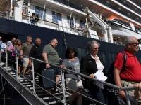 اليابان.. وفاة اثنين من ركاب السفينة الموبوءة بفيروس كورونا