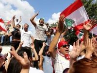 متظاهرون لبنانيون يحتجون أمام وزارة الاقتصاد اعتراضا على ارتفاع أسعار السلع