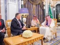 العاهل السعودي يستعرض العلاقات الثنائية مع وزير الخارجية الأمريكي ( صور)