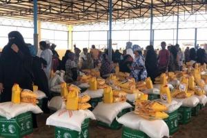 السعودية توزع مساعدات غذائية على لاجئين يمنيين في جيبوتي