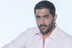 """أحمد فلوكس داعمًا منى فاروق :مستنيكي في مسلسلي """"طلقني شكرًا"""""""