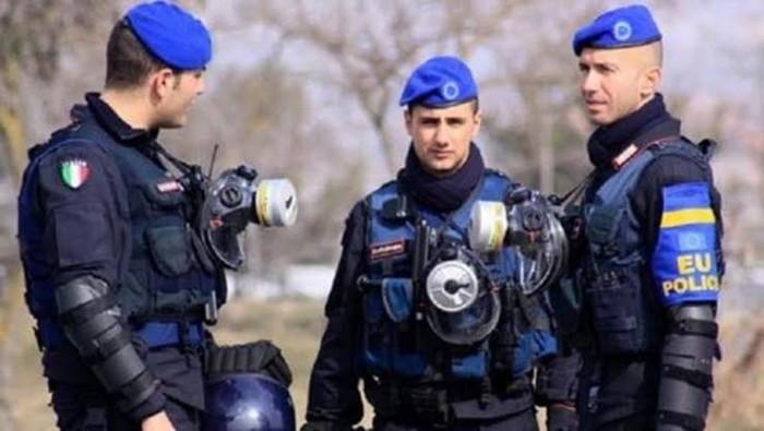 إيطاليا تلقى القبض على قبطان سفينة بسبب مزاعم تهريب أسلحة إلى ليبيا